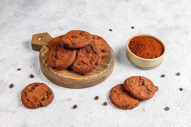 Biscuits sans gluten aux pépites de chocolat.