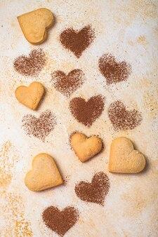 Biscuits sucrés en forme de coeurs pour la saint valentin