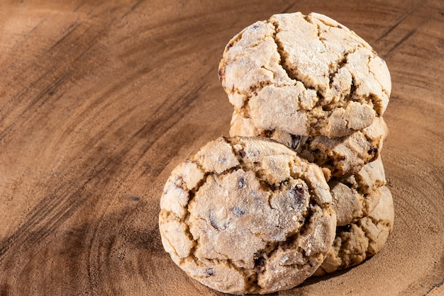 Biscuits traditionnels faits maison avec du chocolat