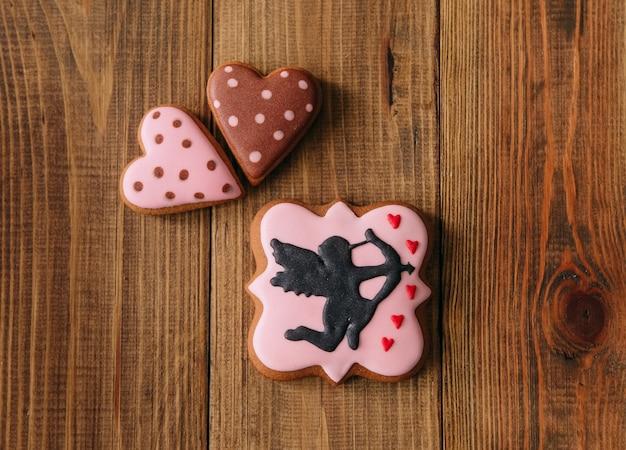 Biscuits de vacances glaçage ange flèche arc coeur cadeau
