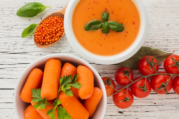 Bisque de citrouille plate poser carottes lentilles et tomates