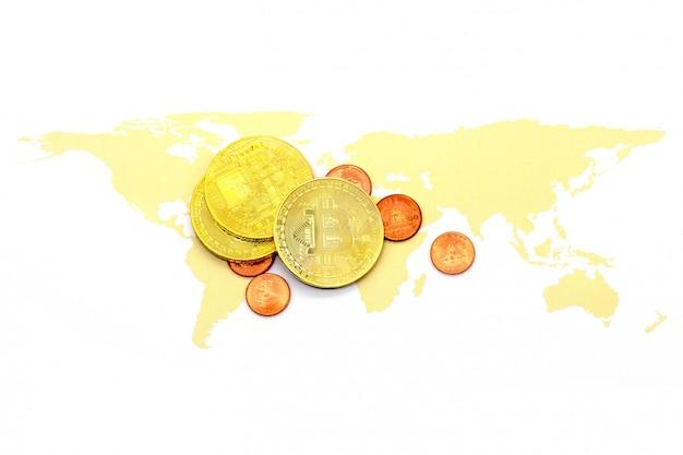 Bitcoin sur la carte du monde et sur blanc