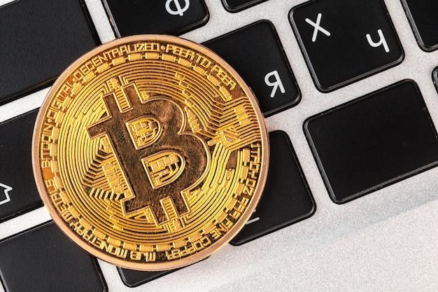 Bitcoin sur clavier d'ordinateur portable