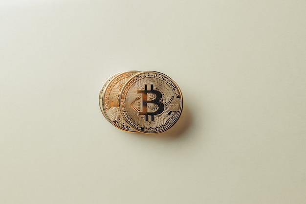 Bitcoin sur un jaune
