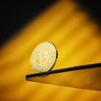 Bitcoin sur lumière abstraite