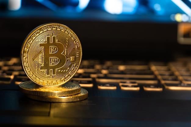 Bitcoin d'or et le clavier.