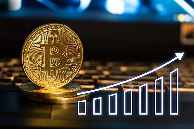Bitcoin or avec flèche montante graphiques.