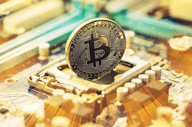 Bitcoin, pièce d'or d'argent numérique sur circuit imprimé, concept de monnaie numérique