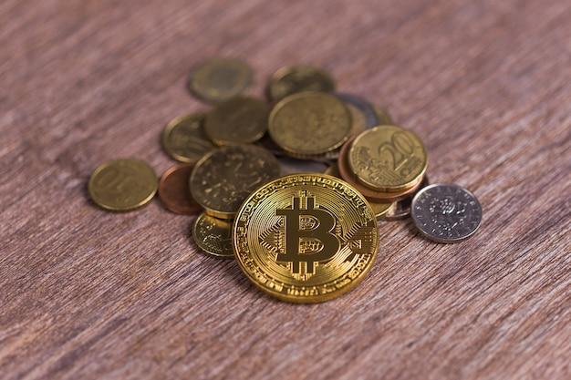 Bitcoin sur les pièces de monnaie de différents pays. système de paiement numérique. monnaie numérique crypto sur