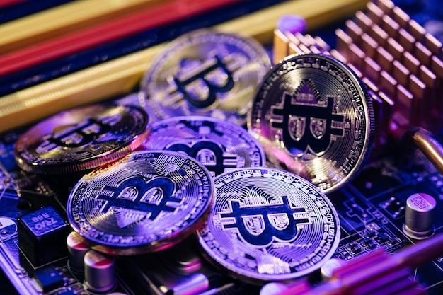 Bitcoins dorés. nouvel argent virtuel.