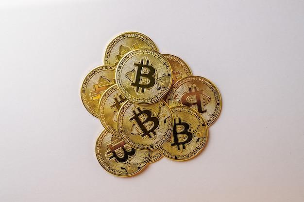Bitcoins sur un rose