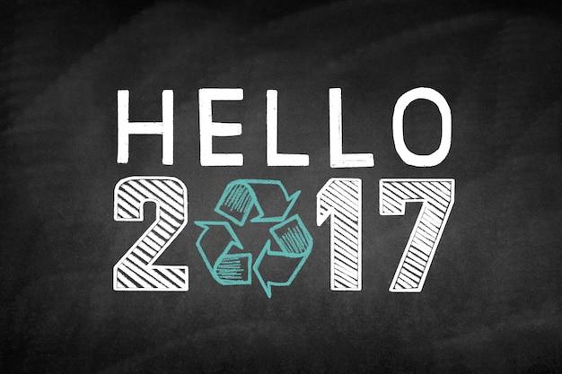 Blackboard avec le message «bonjour 2017» et un symbole de recyclage
