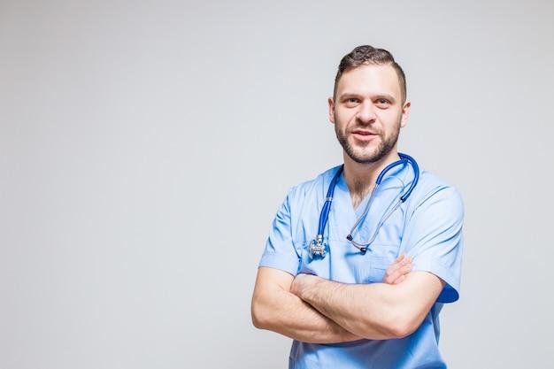 Blanc aide clinique médecin joyeux confiant