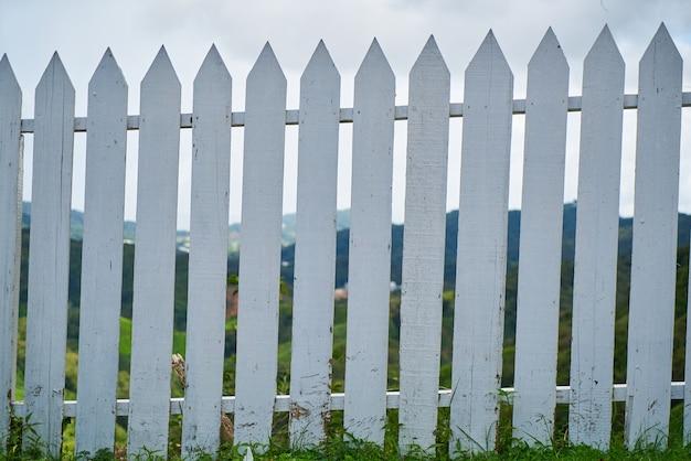Blanc clôture en bois
