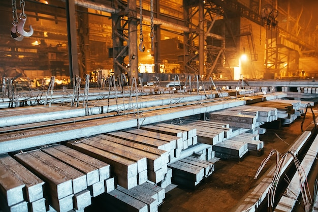 Blank métallique d'entrepôt. installation de galvanoplastie pour le métal.