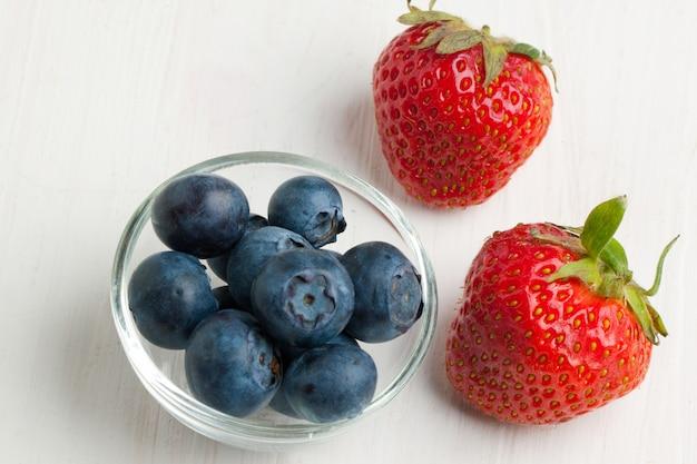 Bleuets et fraises de remorquage