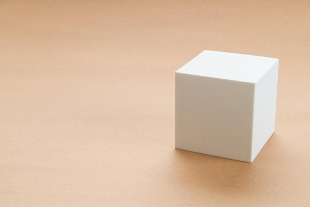 Bloc blanc dans le rasage de la géométrie