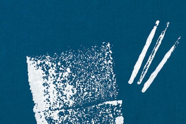 Le bloc bleu imprime le fond avec la forme carrée