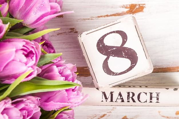 Bloc de bois avec date de la journée internationale de la femme, 8 mars