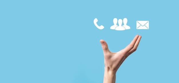 Bloc en bois symbole cube téléphone, e-mail, contact. page du site web contactez-nous ou concept de marketing par e-mail.