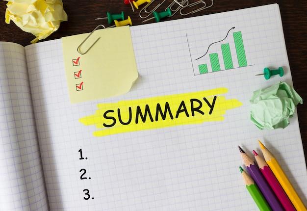 Bloc-notes avec outils et notes sur le résumé