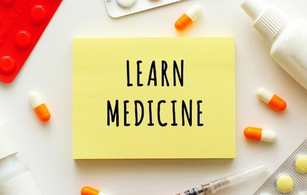 Bloc-notes avec texte apprendre la médecine