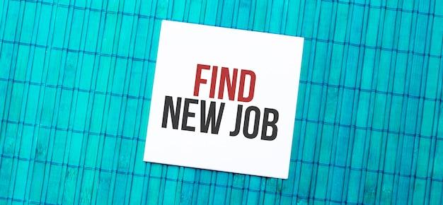 Bloc-notes vierge avec texte trouver un nouveau job