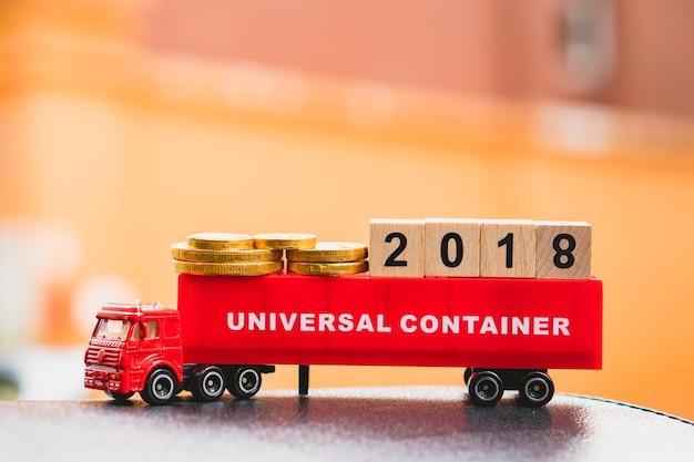 Bloc de numéro en bois 2018 sur le conteneur de camion en utilisant pour le concept de logistique et en comptant la fin de l'année et