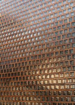 Bloc de verre avec détail en bois de façade architecturale