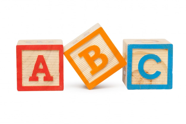 Blocs D'alphabet En Bois Isolés Sur Fond Blanc Photo Premium
