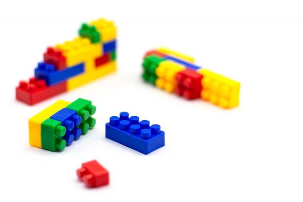 Blocs de construction en plastique isolés