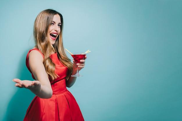 Blode girl rire de la fête