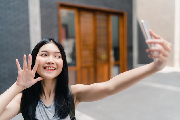 Une blogueuse asiatique voyage à beijing, en chine