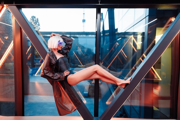 Blonde dans un style cyberpunk.