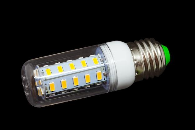 Blub de lumière led sur fond avec un tracé de détourage.