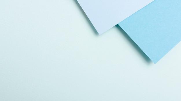 Blue toned collection de feuilles de papier avec espace de copie