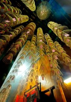 Bobines d'encens dans un temple chinois