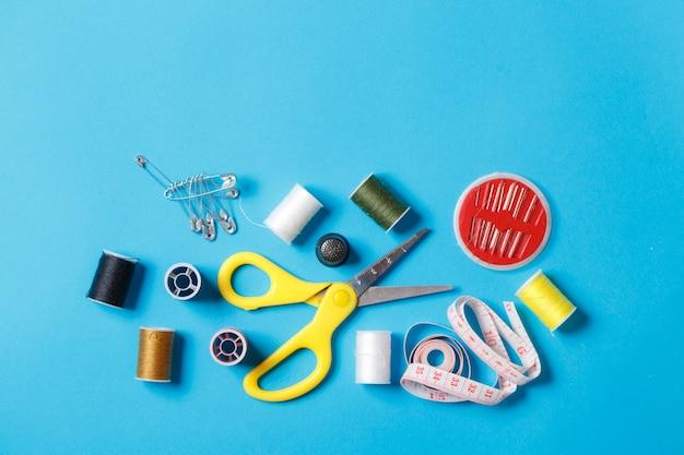 Bobines de fil coloré espace de copie d'équipement sur mesure.