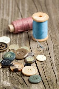 Bobines de fils et boutons