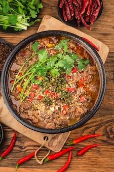 Boeuf bouilli avec cuisine chinoise du sichuan