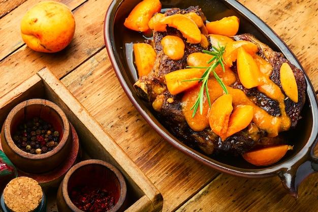 Boeuf en marinade d'abricots