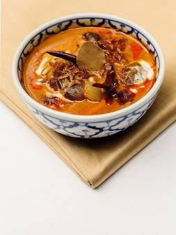 Boeuf séché au curry de lait de coco. (cuisine thaïlandaise authentique)