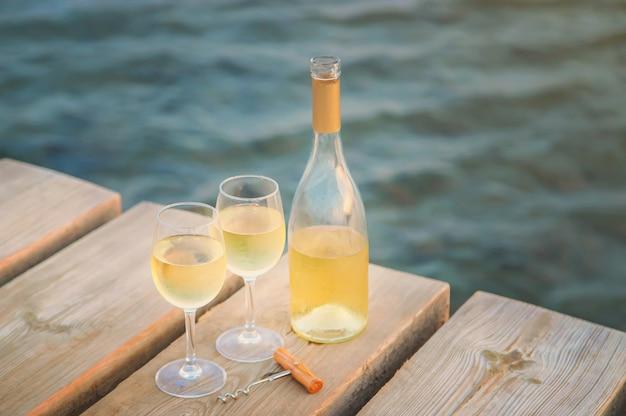 Boire du vin à la mer
