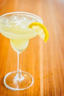 Boire un rafraîchissement garniture de boisson tequila