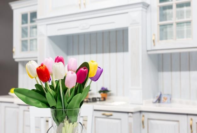Bois beau design d'intérieur de cuisine sur mesure