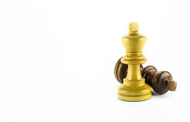 Bois d'échecs sur fond blanc