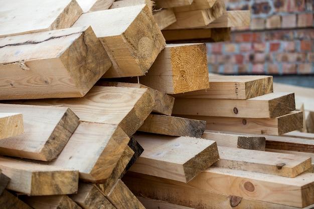 Bois industriel pour menuiserie, construction, réparation et ameublement, bois de construction pour la construction.