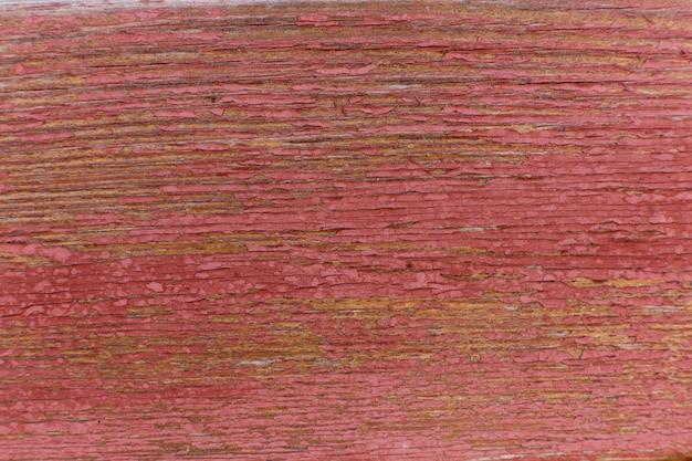 Bois peint rouge