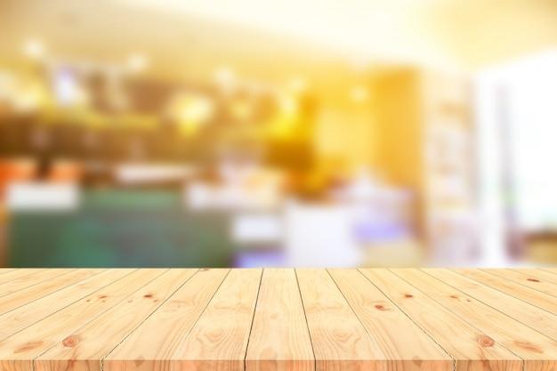 Bois de perspective brun sur flou dans un café