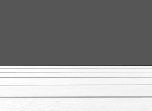 Bois de style de montage vide blanc avec fond de mur gris foncé.